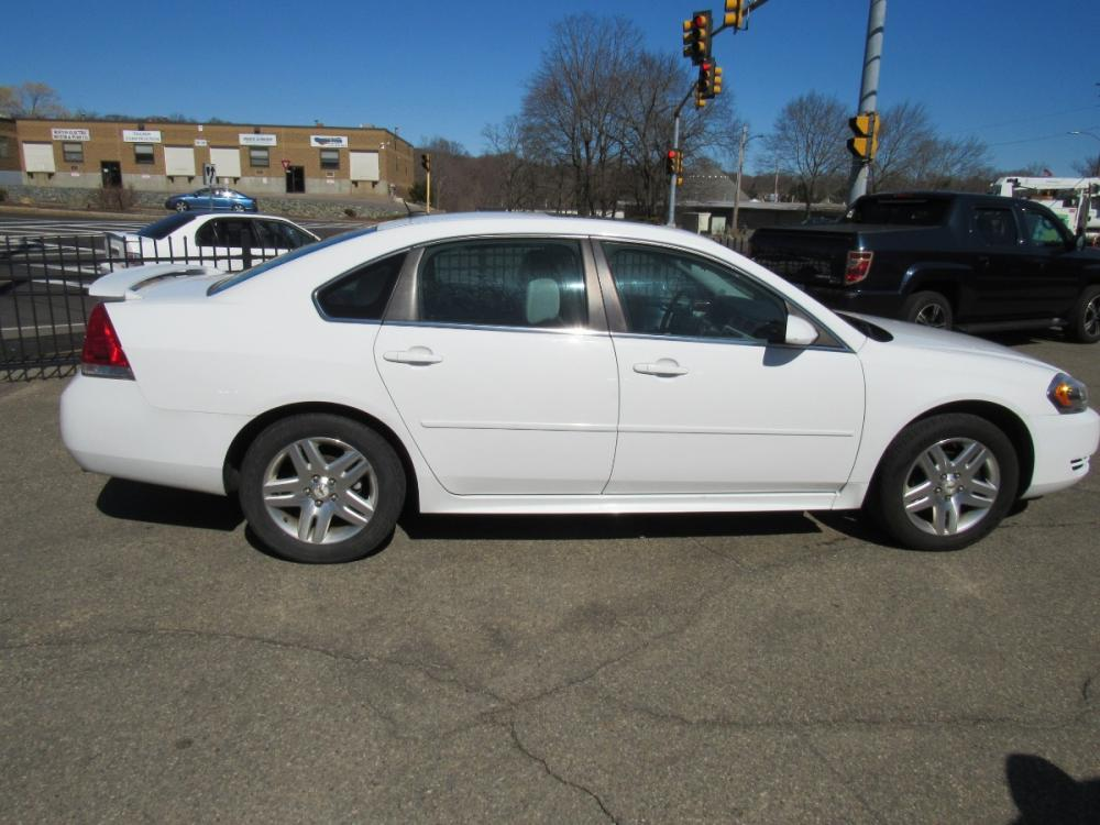2012 White /Gray Chevrolet Impala LT (Fleet) (2G1WG5E39C1) with an 3.6L V6 DOHC 16V FFV engine, 6-Speed Automatic transmission, located at 215 Milton St, Dedham, MA, 02026, (781) 329-5144, 42.241905, -71.157295 - Photo #7